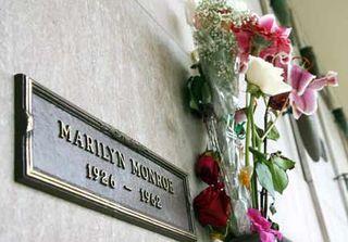 Marilyn-monroe-grave-431x30