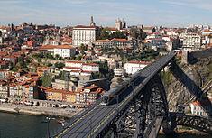 235px-Metro,_Ponte_e_Porto