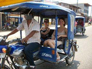 Jess & Manda, mototaxi