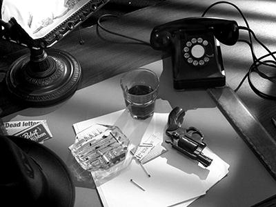 Noir_desk