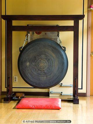 04 Gong