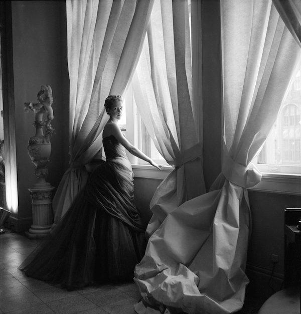 3.NancyJamesinSwanGown,CecilBeaton,1955