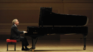 Andras Schiff on piano