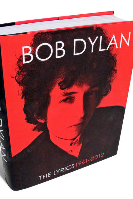 1f8075949a3 No sooner was it announced last month that Bob Dylan had won the Nobel  Prize in Literature than the fighting began. Enthusiasts cited the way Mr.  Dylan has ...