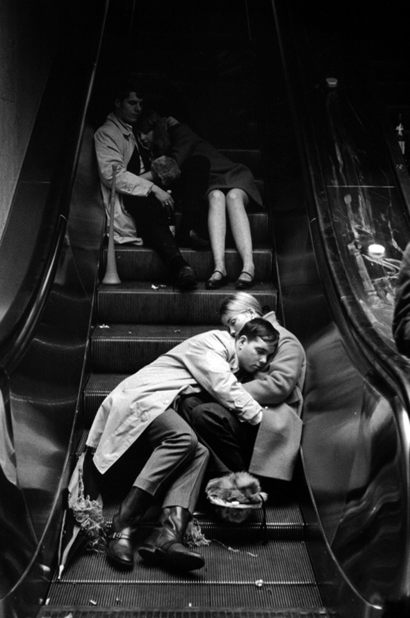 Leonard-freed-new-year_s-eve-grand-central-station-nyc-1969