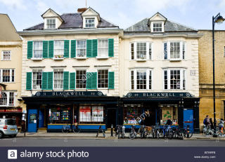 Blackwells-bookshop-on-broad-street-oxford-england-uk-B7ARF8