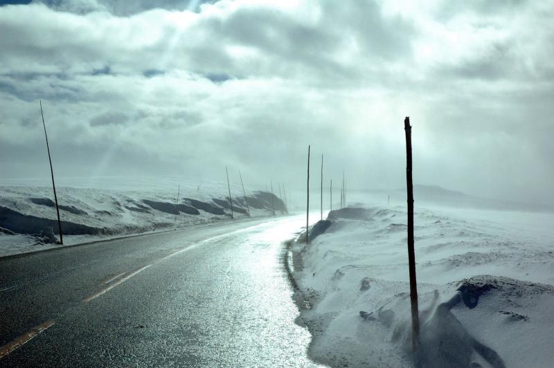 Desolate-highway-1409978